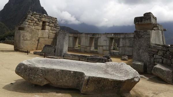 Benteng ini dibangun pada abad ke-15 sebagai tempat perlindungan agama bagi suku Inca di ketinggian 2.490 meter (8.170 kaki).