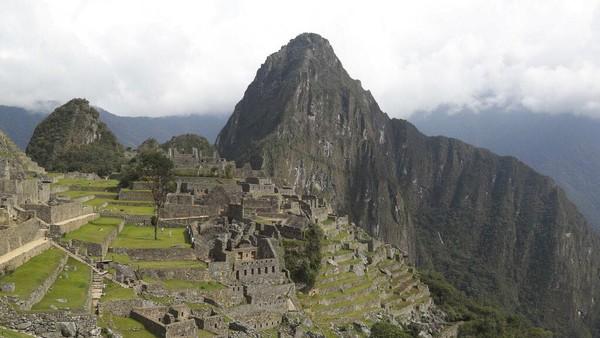 Peru kembali membuka situs benteng batu Machu Picchu setelah berbulan-bulan tutup akibat pandemi Corona.