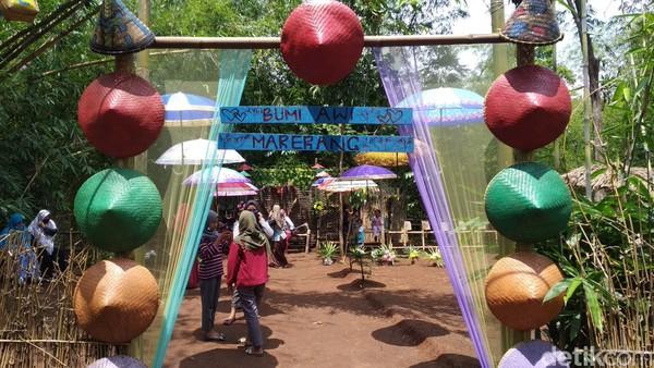 Wisata Kreatif Marerang berada di Dusun Iser, Desa Leuwimunding, Kecamatan Leuwimunding, Kabupaten Majalengka.