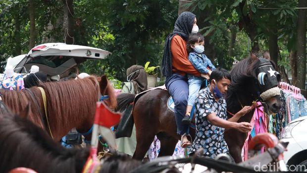 Wisata Naik Kuda Taman Lansia Bandung