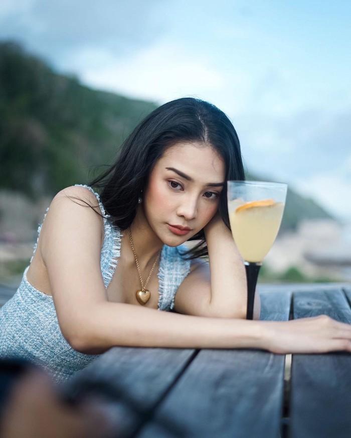 Cantiknya Anya Geraldine Berbusana Tradisional Bali