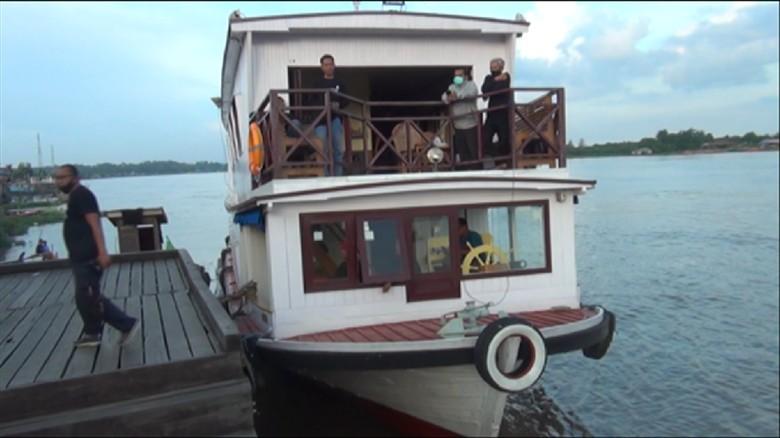Kapal pesiar atau kapal wisata di Sungai Mahakam