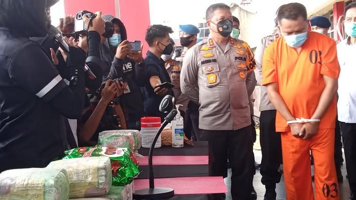 Konferensi Pers pengungkapan kasus narkoba oleh Polda Riau (Chaidir-detikcom)