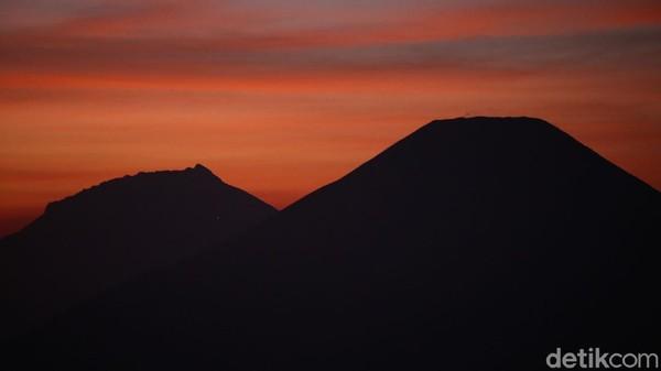 Pemandangan dari sini pun sangat cantik, para pendaki juga tidak perlu summit untuk mendapat pemandangan sunrise.