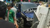 Minibus Tabrak Motor di Cimahi, 1 Orang Terluka