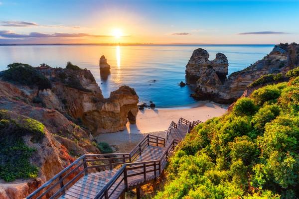 Algarve juga punya 48 pantai dengan aksesbilitas lengkap bagi penyandang disabilitas. (Getty Images/iStockphoto)