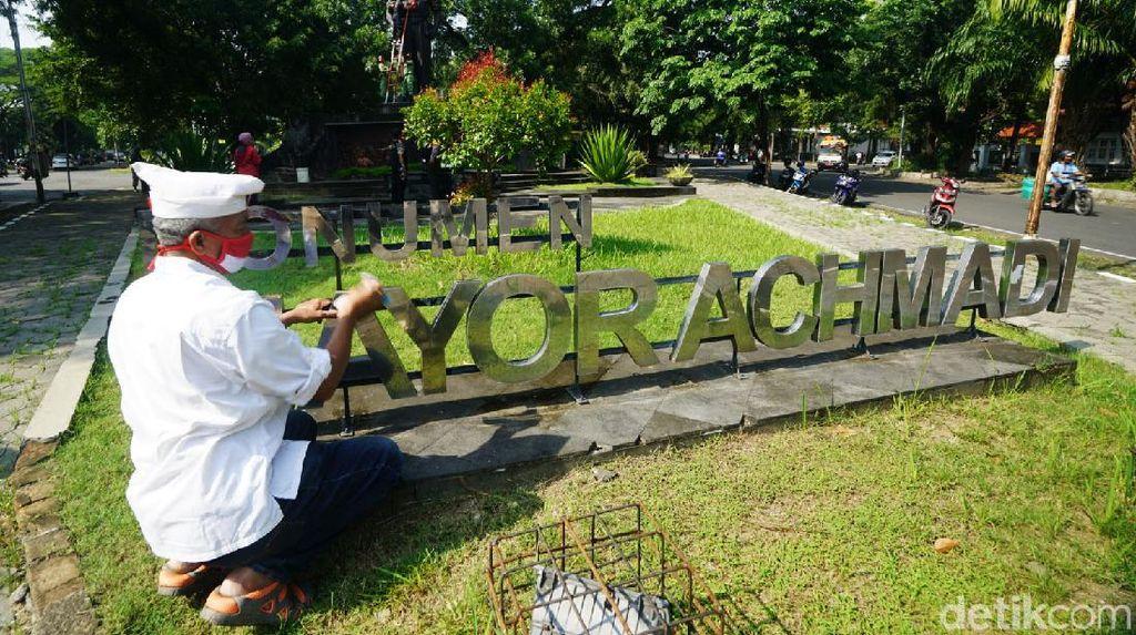 Monumen Mayor Achmadi Dibersihkan