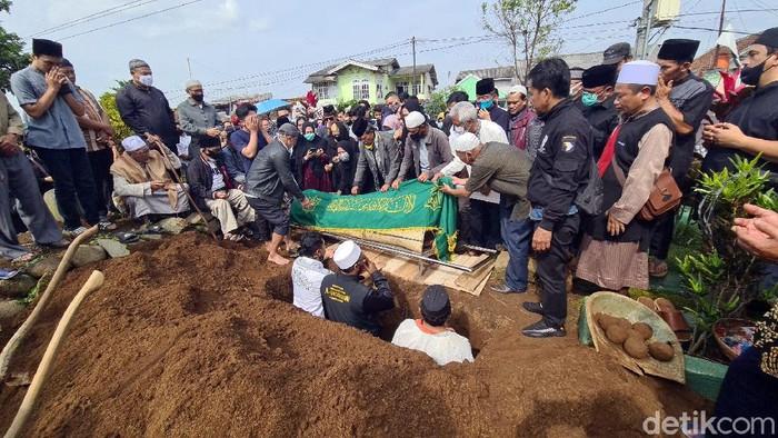 Pemakaman Gatot Brajamusti.