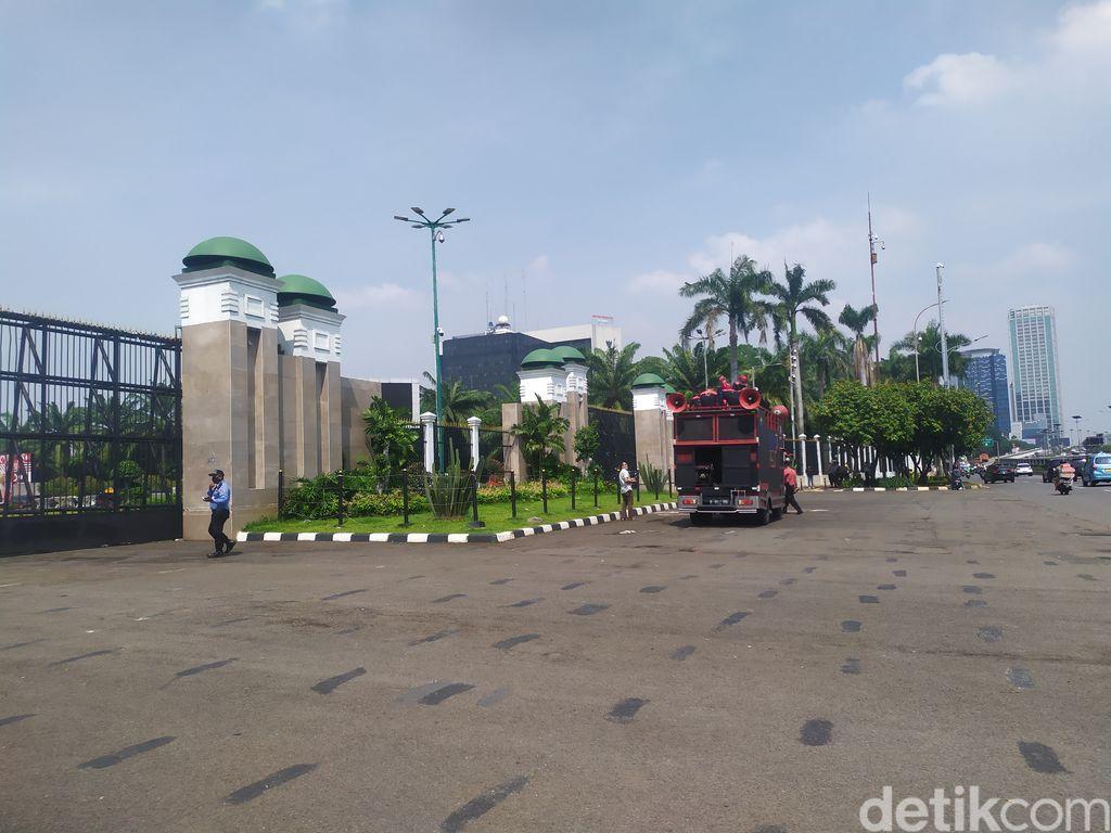 Pengamanan gedung DPR jelang demo buruh 9 November 2020. (Luqman NA/detikcom)