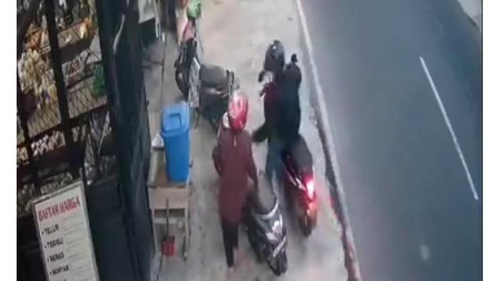 Penjambret di Klaten terekam CCTV