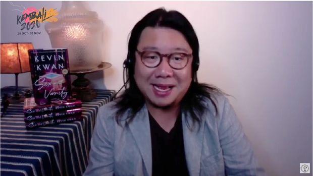 Penulis Crazy Rich Asians di Festival KEMBALI20