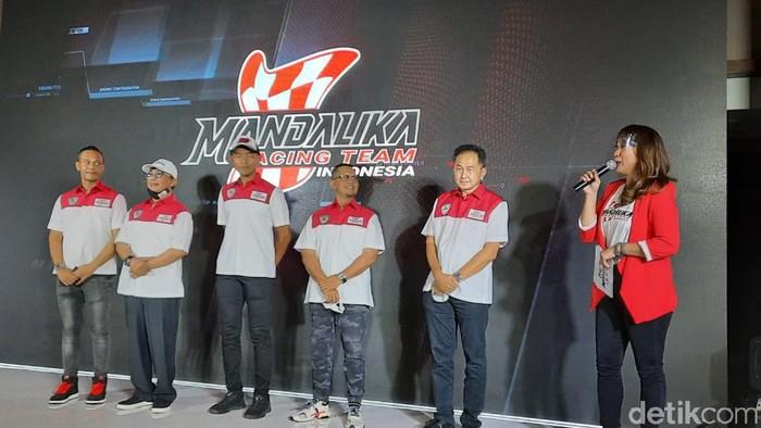 Setelah sempat diundur, Mandalika Racing Team Indonesia hari ini akhirnya resmi diluncurkan pada Senin (9/11/2020). Yuk, lihat lebih dekat.