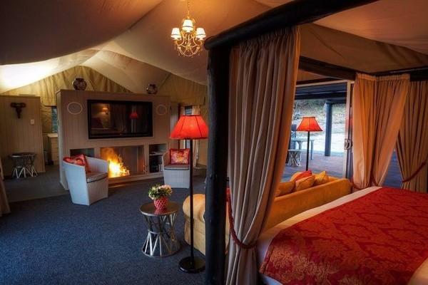 Alure Stanthorpe, Southern Queensland Country. Alure menawarkan pengalaman glamping berbintang lima yang dilengkapi dengan perapian eco-friendlynya. Tenda yang lebih menyerupai hotel ini dilengkapi dengan peralatan dapur yang lengkap dan juga kamar mandi yang mewah.