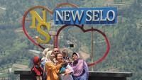 Meskipun status Gunung Merapi pada Siaga III, destinasi wisata yang berada di lereng Gunung Merapi itu tetap buka. ANTARA FOTO/Aloysius Jarot Nugroho
