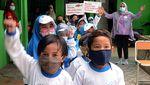 Aksi Bagi-bagi Ikan untuk Anak Usia Dini di Hari Pahlawan