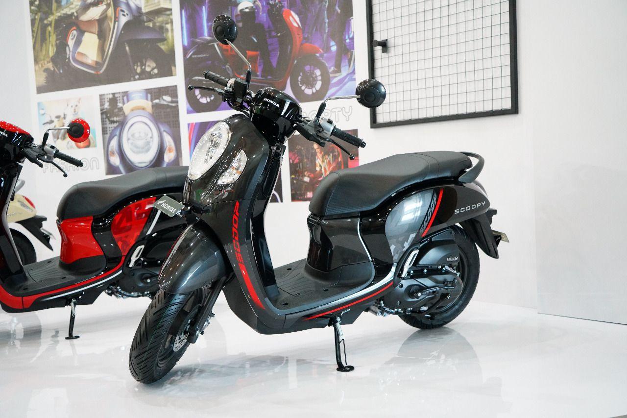Generasi ke-5 Honda Scoopy.