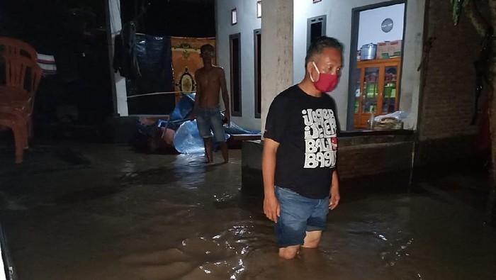Banjir menggenangi puluhan rumah warga di Polewali Mandar, Sulawesi Selatan