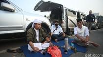 Begini Aksi Para Pendukung Saat Jemput Habib Rizieq di Bandara