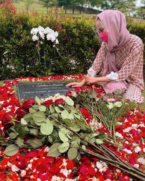 Bunga Citra Lestari ucapkan hari jadi pernikahan di makam Ashraf Sinclair.