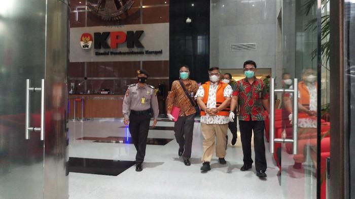Bupati Labuhanbatu Utara Kharuddin Syah ditahan KPK, Selasa (10/11/2020).