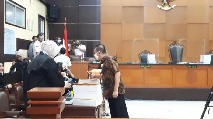 Djoko Tjandra dan Brigjen Prasetijo Utomo menghadiri langsung sidang pemeriksaan saksi dalam kasus surat jalan paslu.
