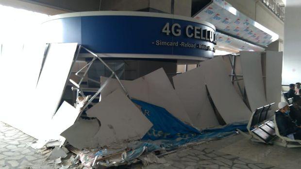 Fasilitas yang rusak saat penjemputan Habib Rizieq Syihab di Bandara Soekarno Hatta.