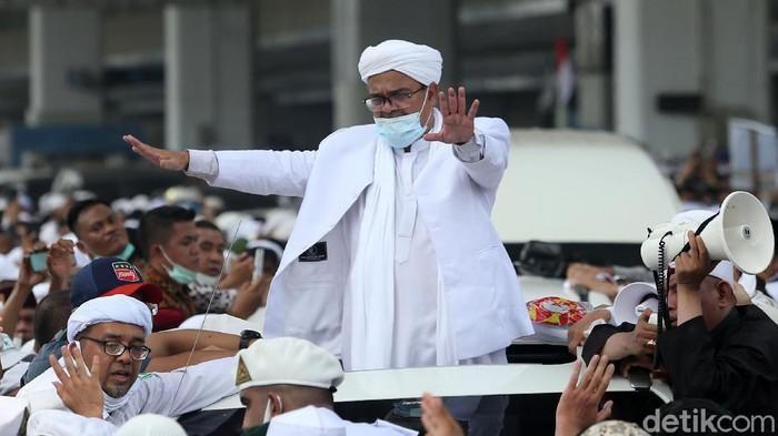 Habib Rizieq Santap Nasi Mandi dan Jus Kurma