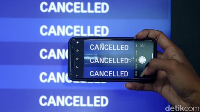Jadwal penerbangan di Bandara Soetta terdampak kedatangan Habib Rizieq. Tak sedikit penumpang yang melakukan reschedule jadwal penerbangan hingga refund.