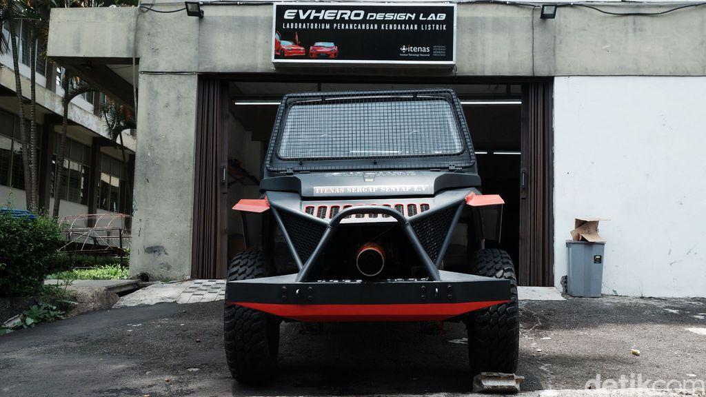 Institut Teknologi Nasional (Itenas) Bandung menciptakan mobil listrik berspesifikasi pertahanan militer. Mobil tersebut memiliki nama Sergap Senyap.