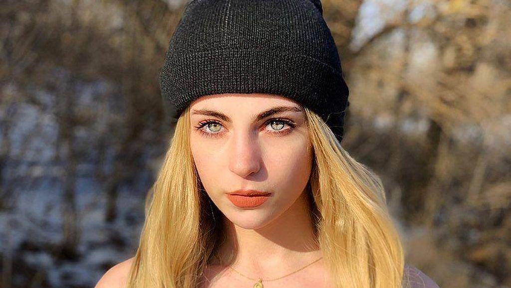 Pesona Model Cantik yang Diblokir dari Tinder karena Dianggap Akun Palsu
