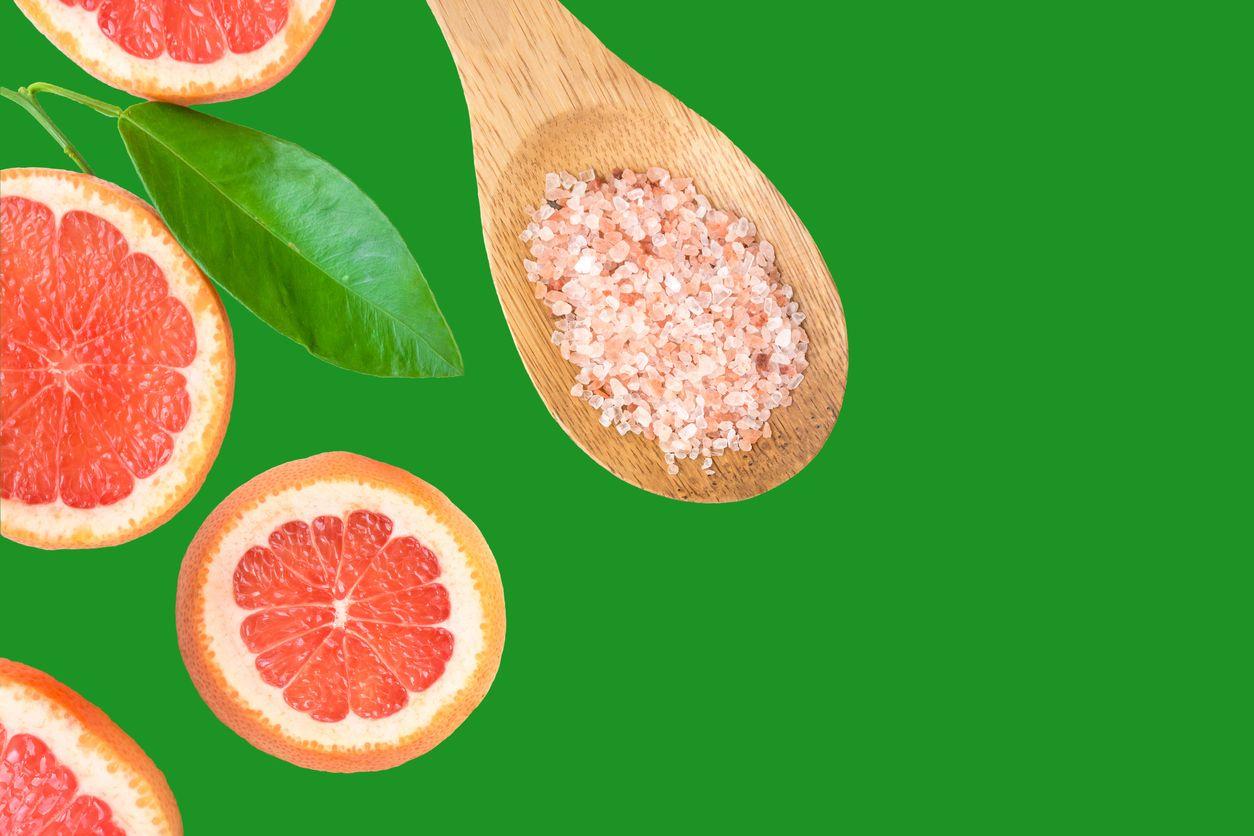 Makan Buah dengan Taburan Garam Ternyata Lebih Sehat