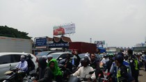 Massa Bermotor Penjemput Habib Rizieq Masuki Tol Bandara!