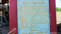 Di bawah prasasti dituliskan bahwa monumen itu didirikan Selasa Pahing, 14 Juli 1987 oleh teman seperjuangan satu regu bersama masyarakat.