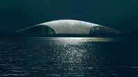 Bangunannya terlihat diangkat dari tanah, memperlihatkan rongga bawahnya. Dari laut gedung ini pun terlihat seperti sirip ikan paus. (Mir / The Whale / Dorte Mandrup)