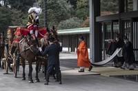 Pelantikan putranya, Naruhito, mengantarkan era Reiwa. Akishino sekarang berada di urutan pertama untuk jadi kaisar Jepang selanjutnya. Di bawah hukum Jepang, hanya laki-laki yang dapat mewarisi takhta, jadi satu-satunya anak Naruhito, Putri Aiko yang berusia 18 tahun, tidak memenuhi syarat tersebut. (Foto: Carl Court/Pool Photo via AP)