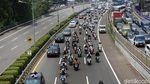 Potret Pemotor Masuk Tol Dalam Kota