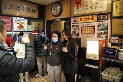 Restoran Mie di Beijing Sambut Kemenangan Joe Biden dengan Meriah