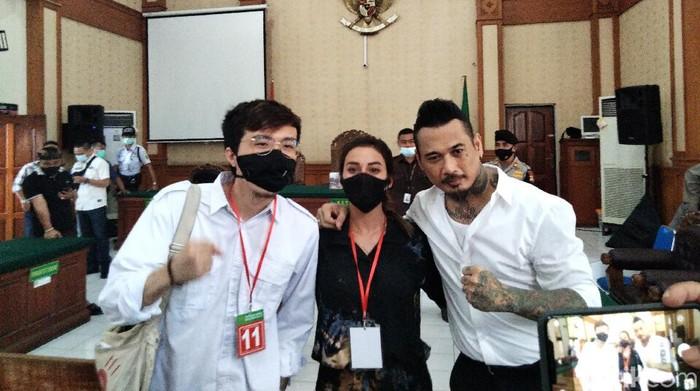 Sidang Jerinx SID dilanjutkan dengan agenda pleidoi. Jerinx menyebut IDI Bali melarang dr Tirta memberi kesaksian untuk meringankannya (Angga Riza/detikcom)