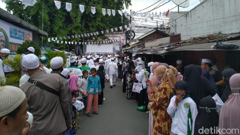 Suasana di sekitar kediaman Habib Rizieq di Petamburan, Jakarta Barat