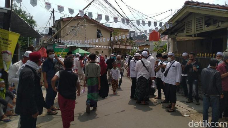 Suasana di sekitar Petamburan menyambut kepulangan Habib Rizieq (Sachril Agustin/detikcom)