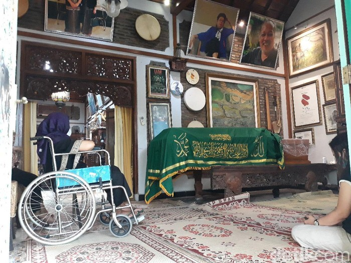 Suasana Rumah Duka Rahayu Supanggah di Benowo RT 06 RW 08, Ngringo, Kecamatan Jaten, Karanganyar, Selasa (10/11/2020).