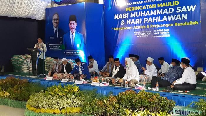 Wakil Ketua MPR Zulkifli Hasan saat menghadiri Maulid Nabi di Ponpes Al Mubarok, Serang.