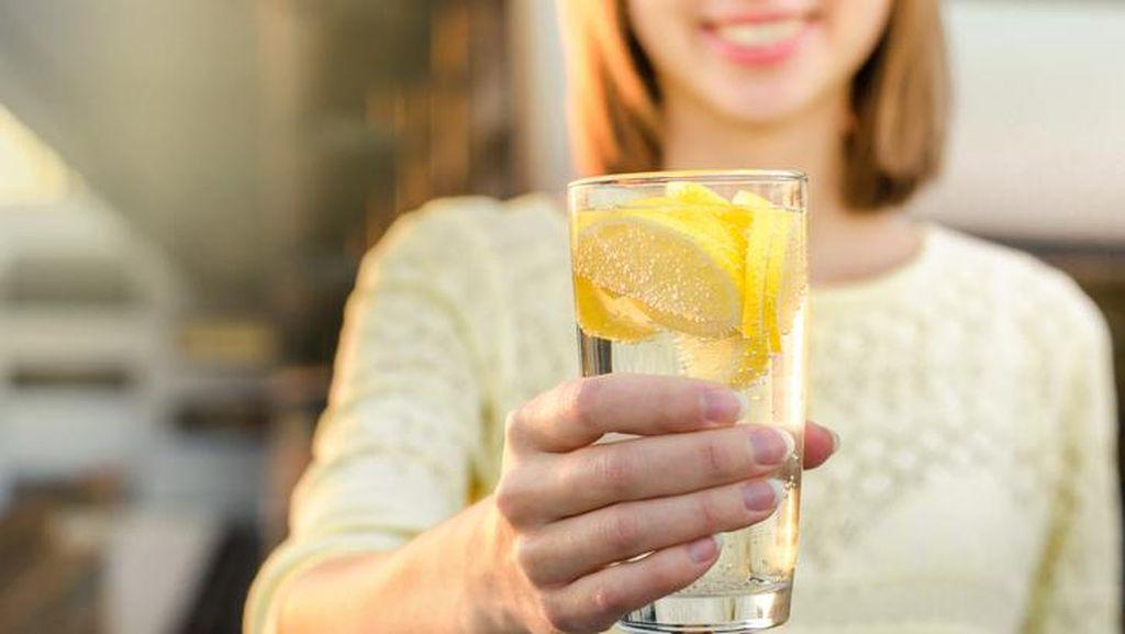 Netizen Kena Zonk Saat Beli Sate hingga Manfaat Air Lemon untuk Diet