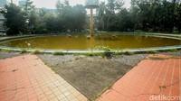 Taman Martha Tiahahu ini telah berdiri sejak tahun 1948 dengan perancangnya adalah M. Soesilo.