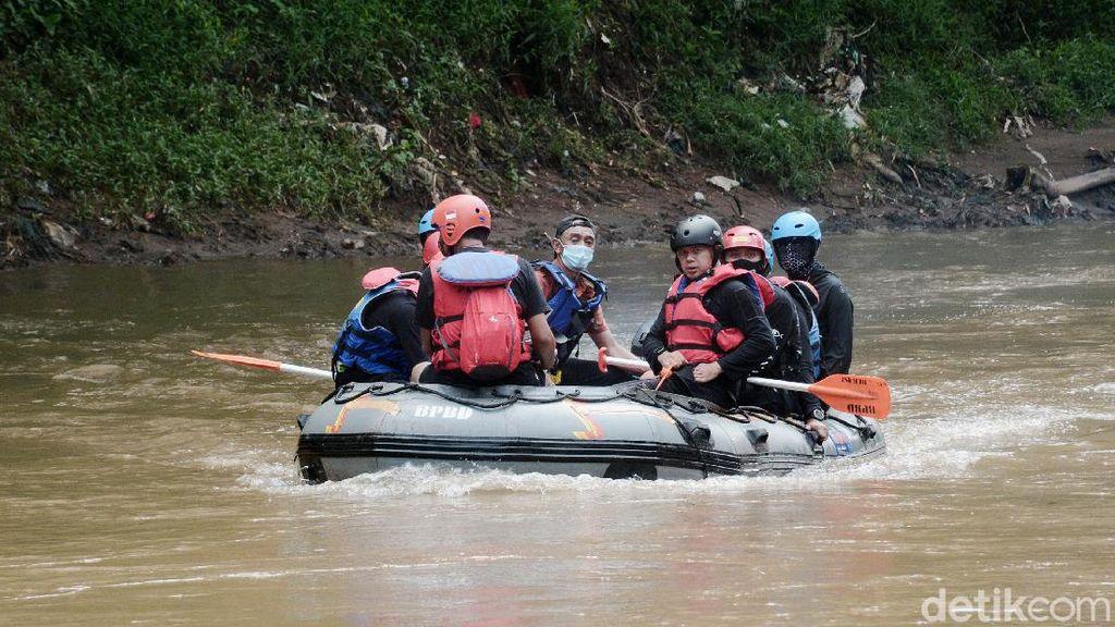 Wali Kota Bogor Bima Arya Susuri Sungai Ciliwung