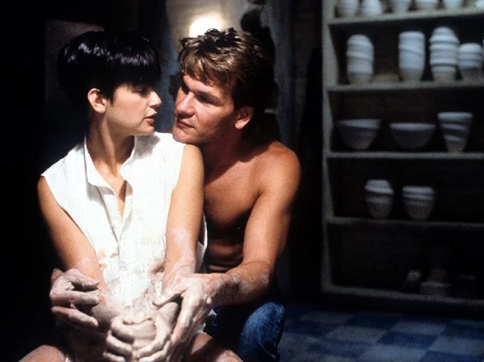 Film Ghost yang dibintangi Patrick Swayze dan Demi Moore.