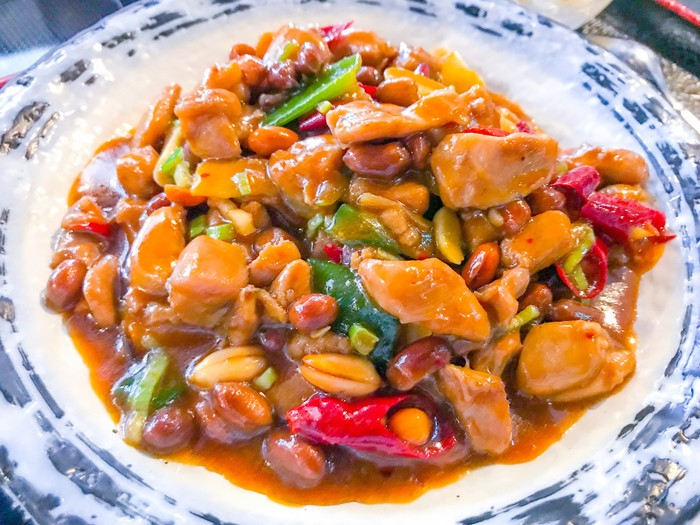 Fuyunghai dan Sapo Tahu Ada di Warung Kaki Lima hingga Restoran China