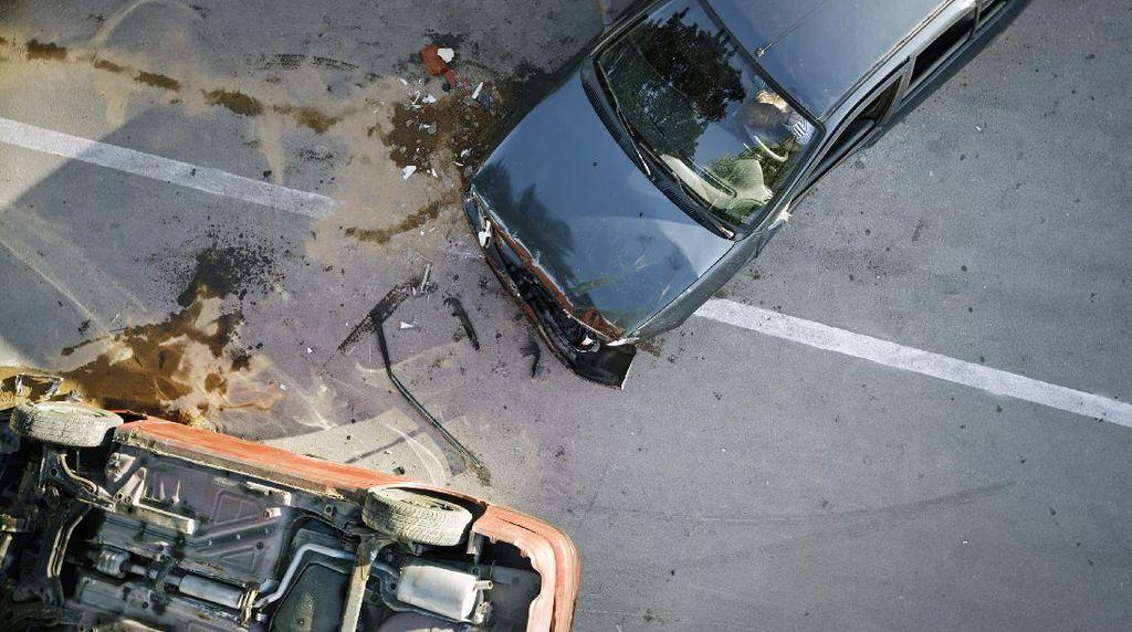 Wakapolres Lampung Utara Kecelakaan di Tol, Mobil Rusak Parah