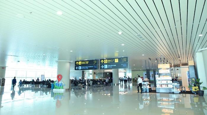 Bandara yang baru diresmikan pada 28 Agustus 2020 ini semakin menawan dan estetis dengan sentuhan warna cat dan pelapis dari AkzoNobel.