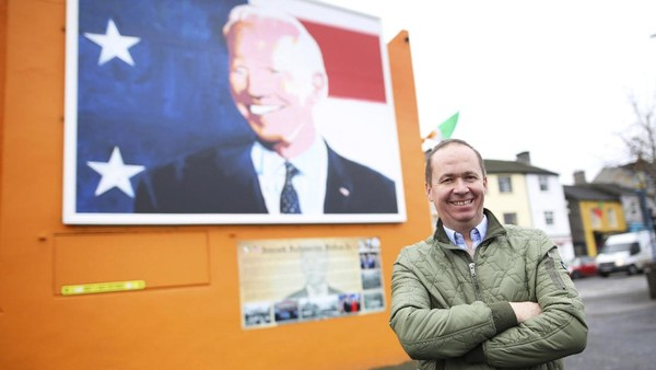 Beberapa kerabat Joe Biden pun masih ada yang hidup di Ballina. Salah satunya adalah Joe Blewitt, sepupu Joe Biden. Blewitt menyebut, kemenangan Joe Biden sangat disambut hangat di Ballina. (AP Photo/Peter Morrison)